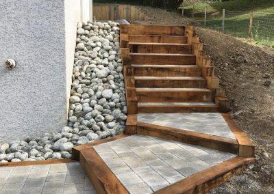 Escalier pierre et poutre de chêne