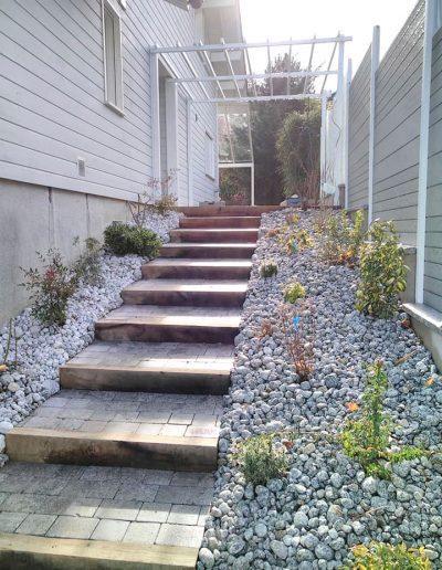 Réalisations Escalier en pierre et poutre de chêne