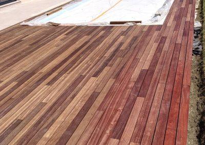 Terrasse Plage de piscine en bois exotique